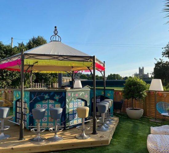Outdoor bar, The bird in Bath